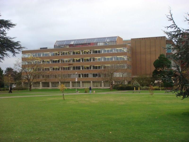 http://upload.wikimedia.org/wikipedia/en/f/fa/Reading_University_Main_Library_on_Whiteknights_Campus.JPG