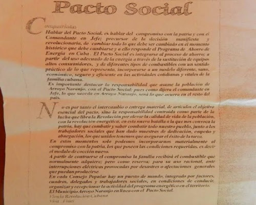 Volantes distribuidos por el Partido conminando a aceptar el Pacto social (foto del autor)