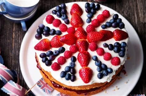 Kirstie Allsopp?s Union Jack celebration cake recipe