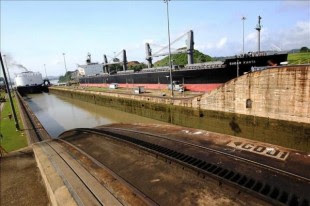 Vista general de la esclusa de Miraflores, en el Canal de Panamá. EFE/Archivo