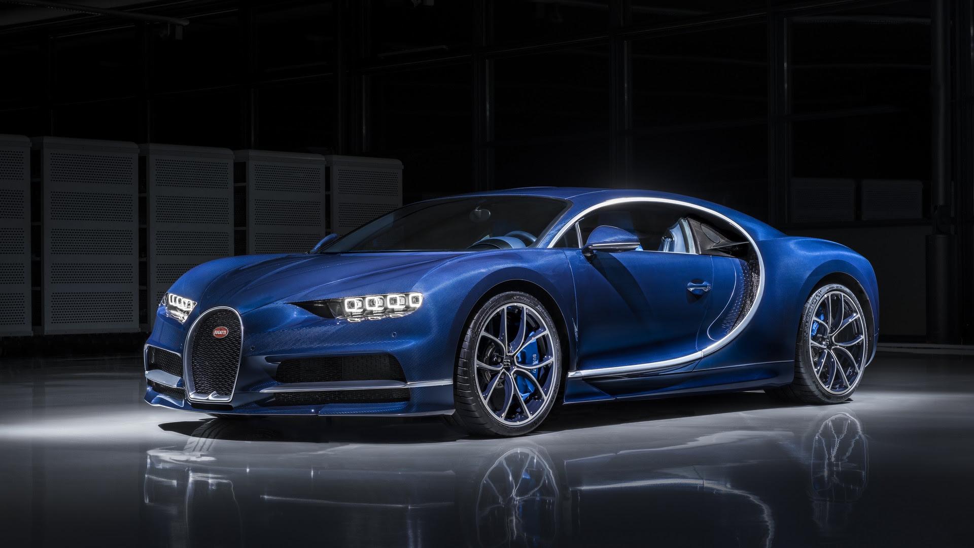 Bugatti Chiron in 'Bleu Royal' exposed carbon fibre will be at Geneva - Autodevot