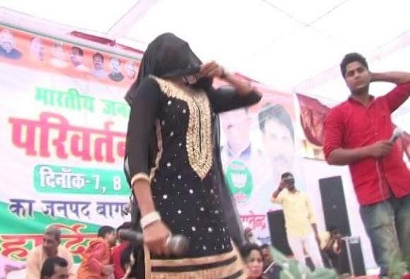 bar girl dance at stage of parivartan yatra of bjp in sambhal