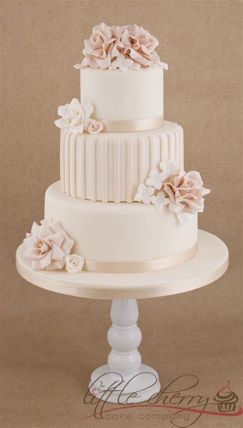 Roses and Stripes 3 tier Wedding Cake   Bride give me free
