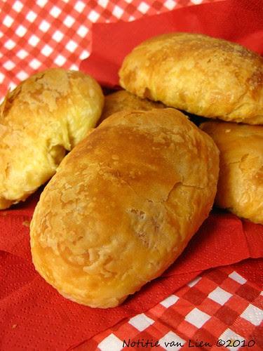 Flaky butter buns