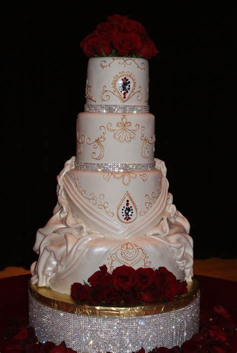 1000  ideas about Bling Cakes on Pinterest   Quinceanera