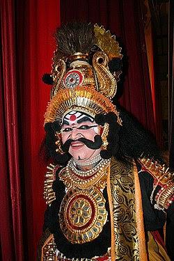 Duryodana yang diperankan dalam Yakshanaga, sebuah drama populer dari Karnataka, India