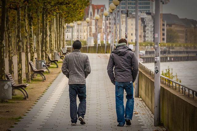 Estudio concluye que las personas más inteligentes no necesitan muchos amigos