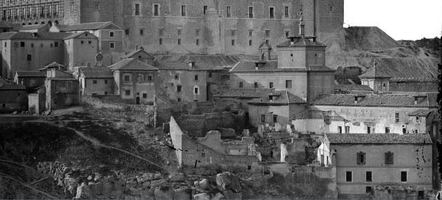 Parte trasera del Hospital de Santiago hacia 1870. Detalle de una fotografía de Jean Laurent