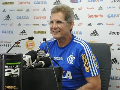 Oswaldo entrevista Flamengo (Foto: Gustavo Rotstein)