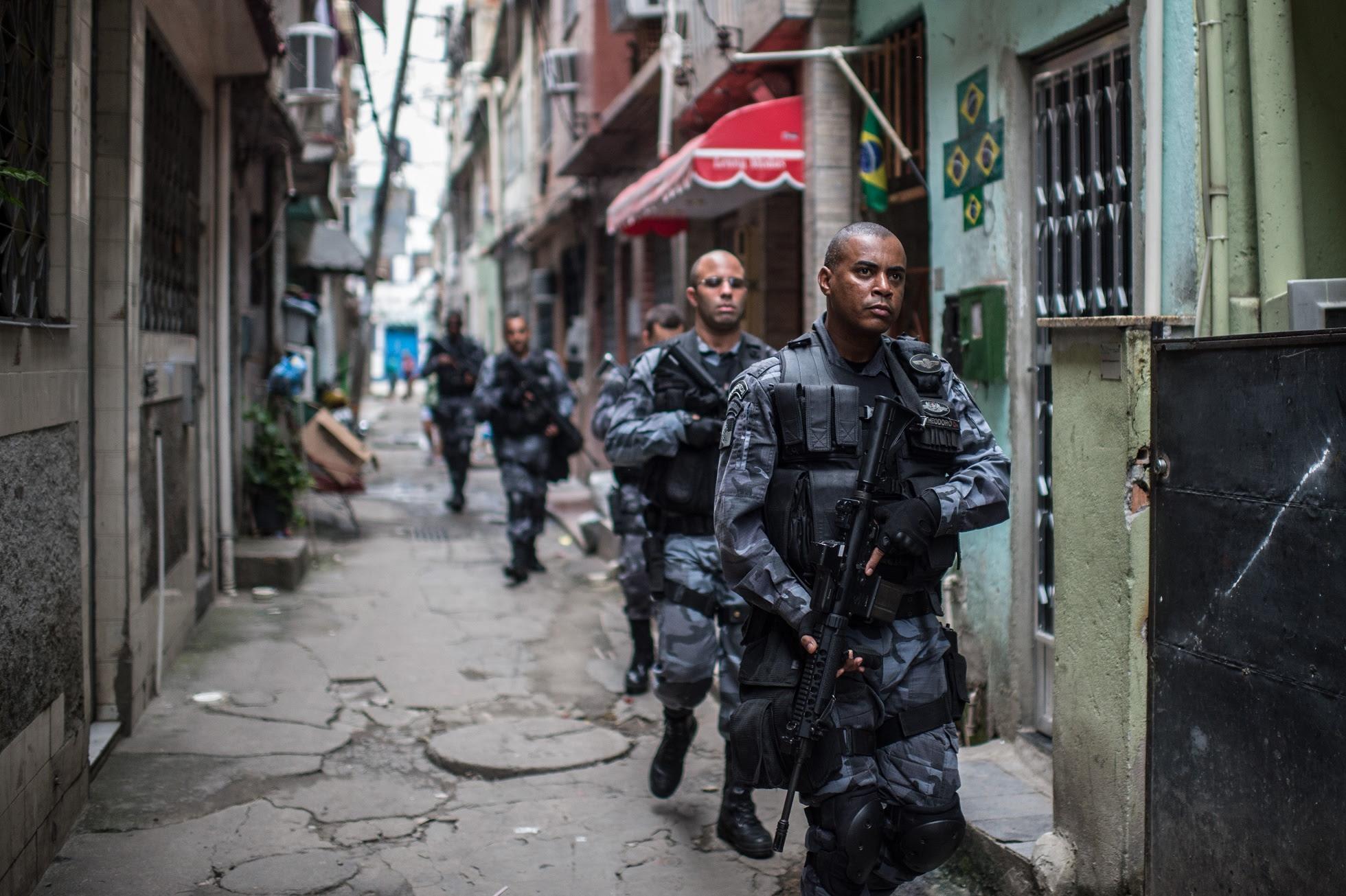 Operação da PM contra o tráfico de drogas na Favela Roquete Pinto, no Complexo da Maré