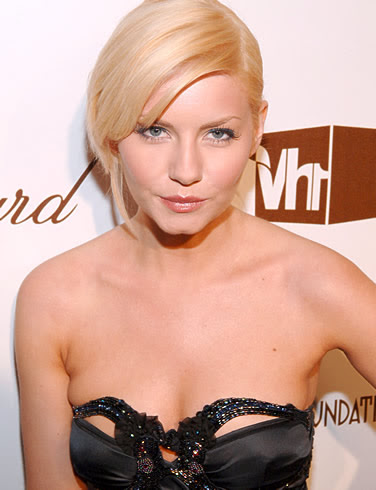 elisha cuthbert picture at awards function