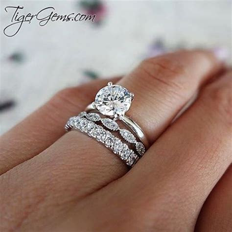 The 1.5 ct 4 prong solitaire ring with the art deco band