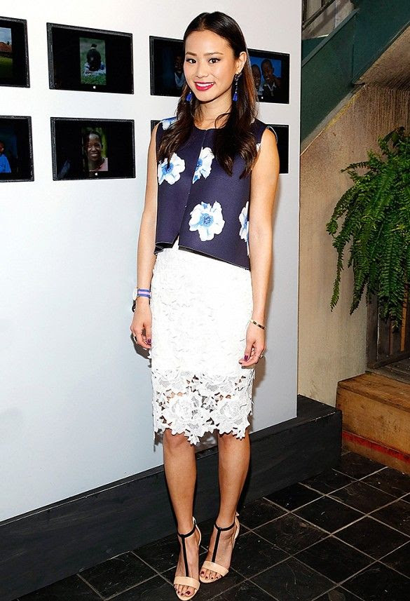 Jamie Chung wears a white lace pencil skirt with a floral-printed top. // #OutfitIdeas