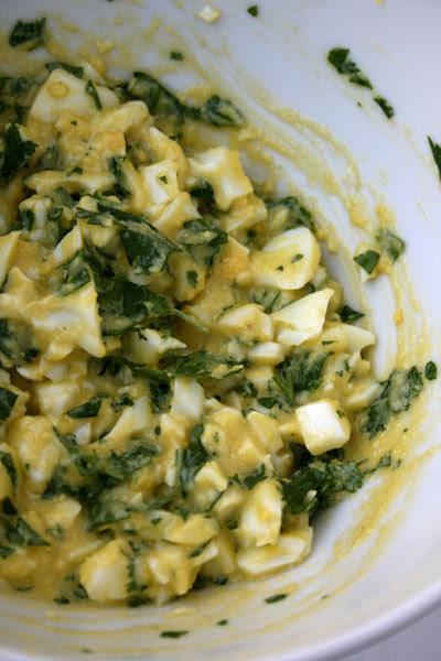 Salsa uova e coriandolo