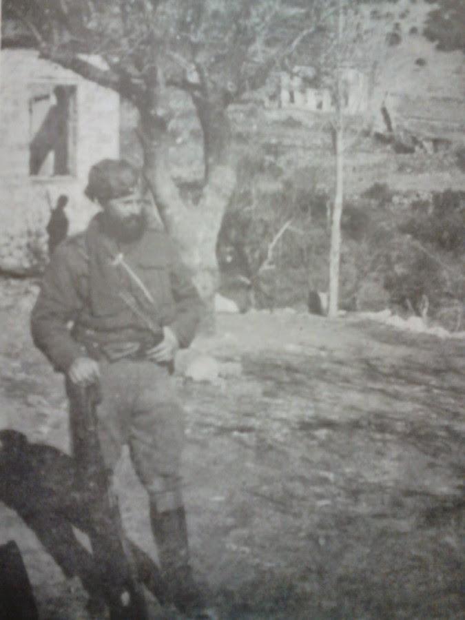 Επίλαρχος Γεώργιος Αγόρος, αρχηγός Τζουμέρκων και διοικητής του 3/40 Συντάγματος Ευζώνων από 27-12-1942.