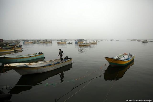 Israel anuncia reabertura das zonas de pesca em Gaza