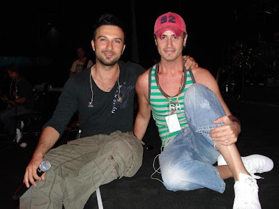 Tarkan with his backing singer Cenk Yuksel, between the years 2006 and 2007