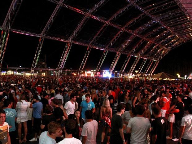 Público tomou conta de todo o parque Planeta Atlântida na primeira noite de shows na edição 2013 (Foto: Itamar Aguiar, divulgação)