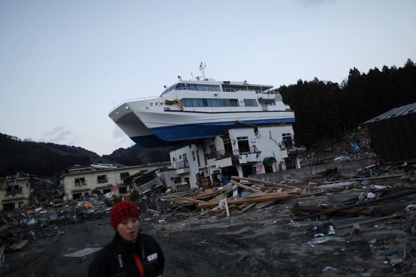 papa açordas: Un barco encima de un edificio
