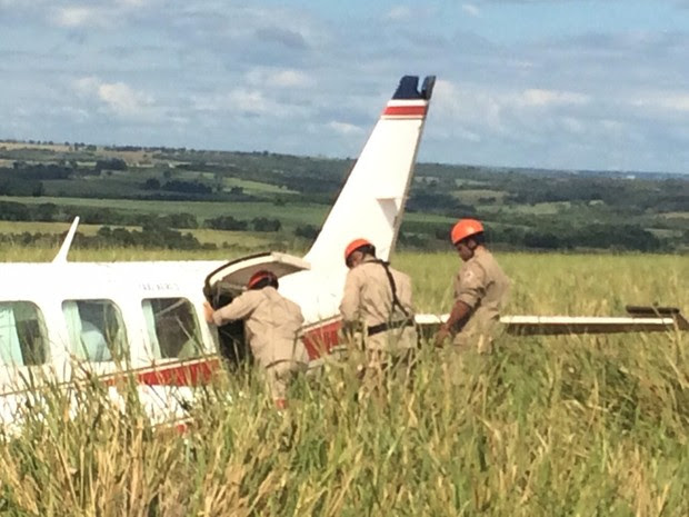 Avião com Angélica e Luciano Huck faz pouso forçado em MS (Foto: Divulgação/Corpo de Bombeiros)