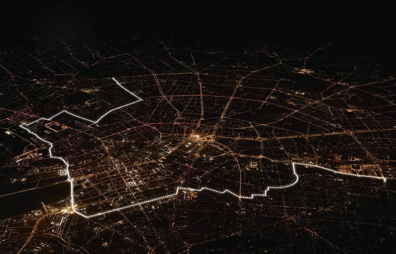 8,000 glowing balloons divide berlin to mark 25 years since the fall of the wall