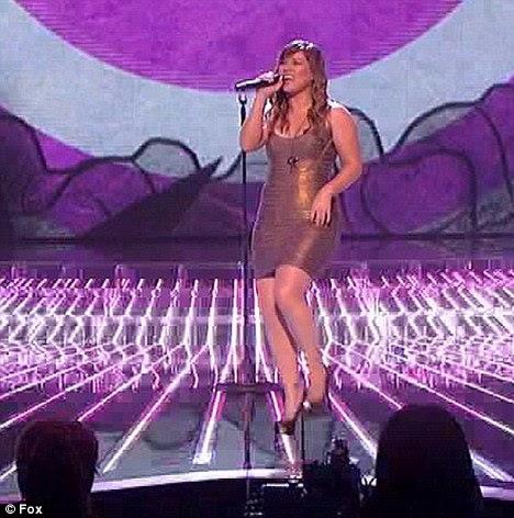 Estilo Favorito: Kelly Clarkson usava um estilo semelhante ao executar em O Fator X EUA em novembro