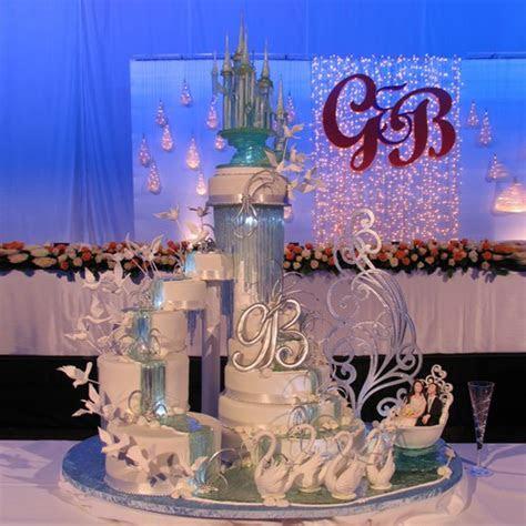 Swan Lake   Yeners Designs   Wedding Cakes