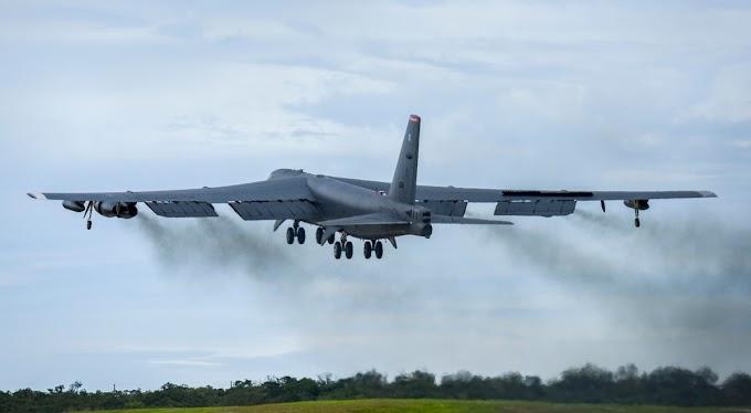 Painel cai de bombardeiro B-52 durante sobrevoo em Nova Orleans