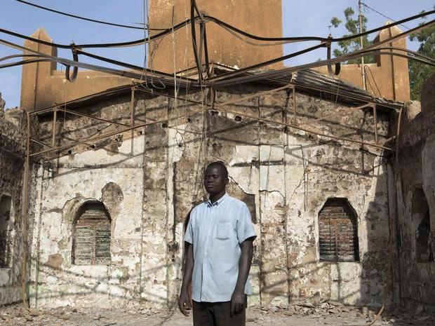 Resultado de imagem para cristão perseguido casa queimada