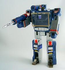Transformers Soundwave (Classic G1 Reissue) - modo robot