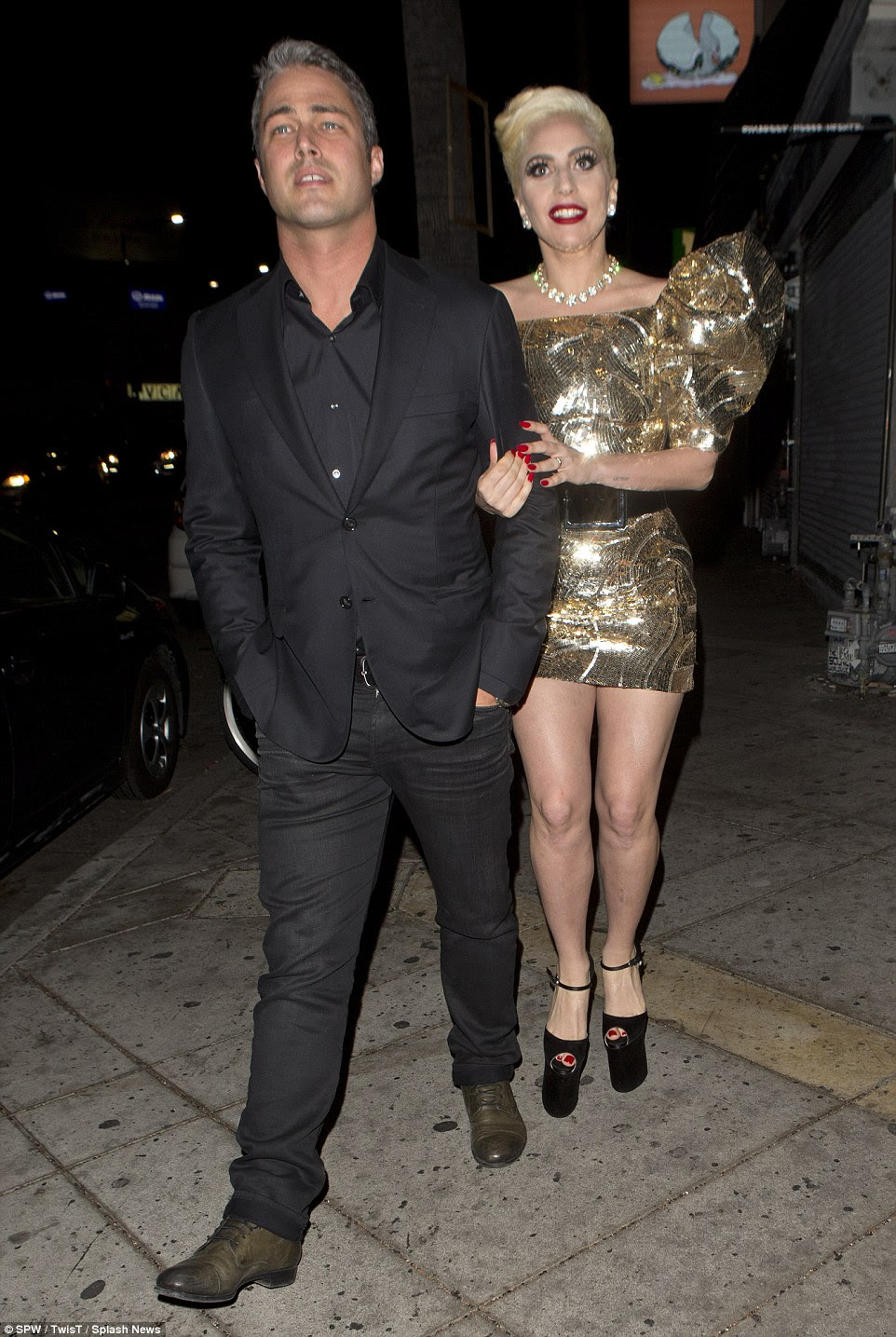 Liderando o caminho: Gaga revelou recentemente que sua mãe Cindy e parentes do sexo feminino estão organizando seu grande dia