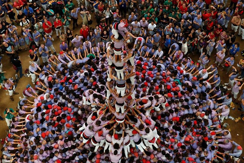 castells-human-towers-catalonia-spain-designboom-13