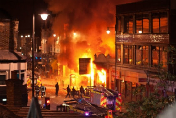 http://nymag.com/daily/intel/upload/2011/08/london_riot_560x375.jpg