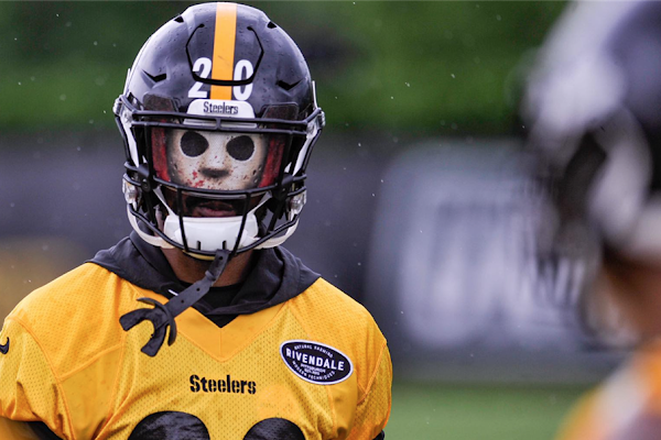 92b9e259a Cam Sutton standing out with visor & play during Steelers OTAs