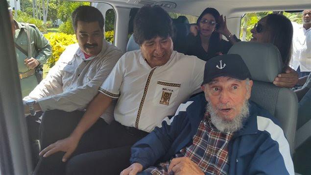 L'ex-président de Cuba Fidel Castro avec le président de la Bolivie Evo Morales et le président du Vénézuela Nicolas Maduro, à La Havane, le 13 août 2015