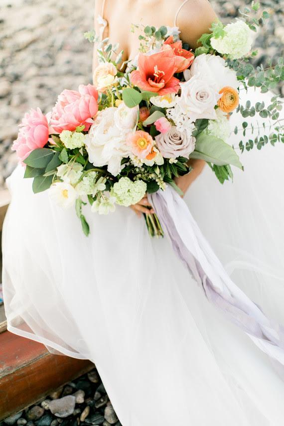 Alle Hochzeit Blumen wurden gemacht, mit pink, rot, blush Blüten und viel grün