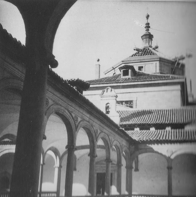 Patio del Hospital Tavera durante la restauración de la cúpula a mediados del siglo XX. Foto Rodríguez