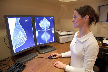 <p>En la mamografía digital la película de rayos X es reemplazada por sistemas electrónicos más precisos. / Fotolia</p>