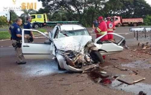 Motorista fica gravemente ferido em acidente entre carro e caminhão na BR 277