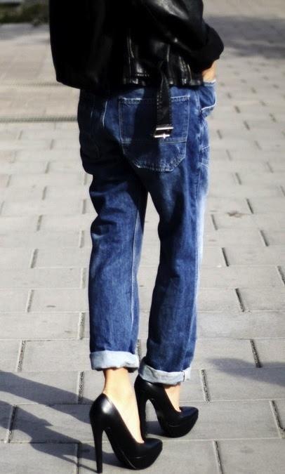slouchy cuffed jeans + black heels.