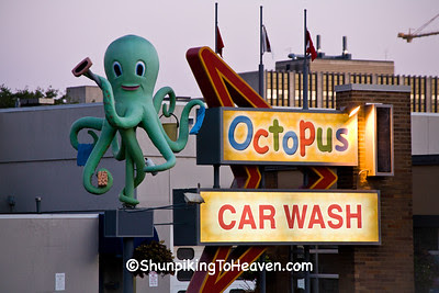 Ozzie the Octopus at University Ave Octopus Car Wash, Madison, Wisconsin