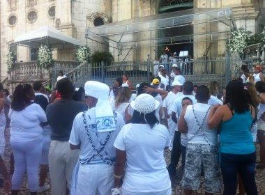 Bonfim: Lacerda e ônibus ainda estão parados; Vice irá vestida de baiana de acarajé