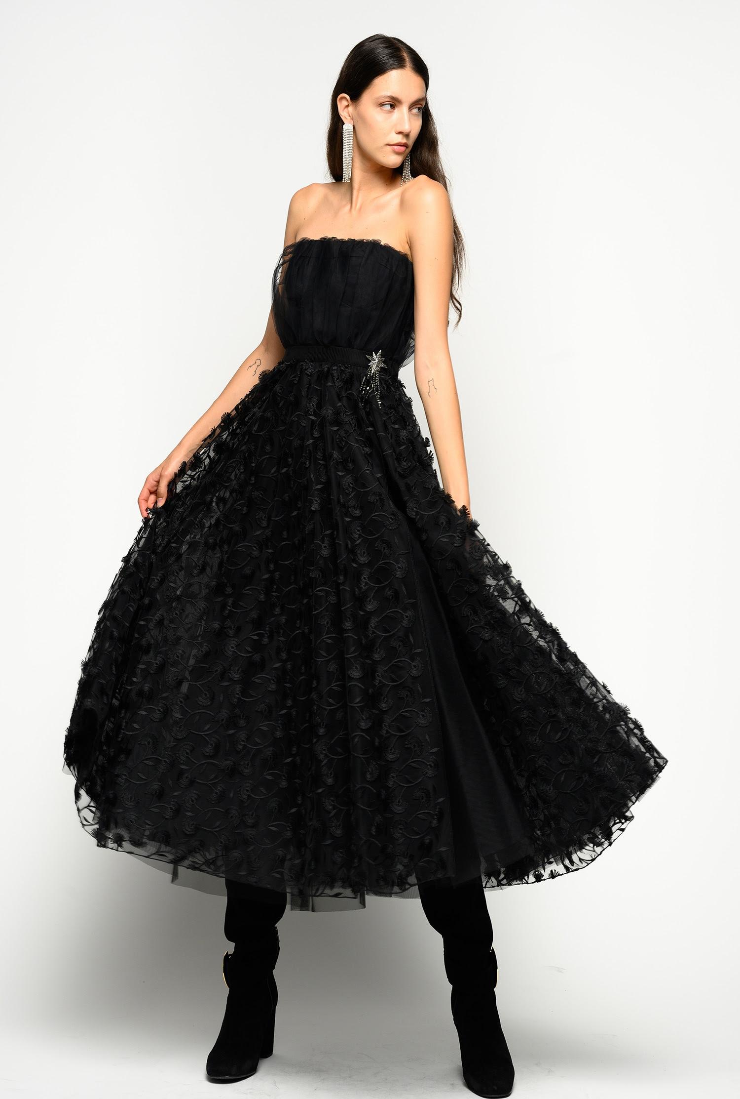 elegantes kleid aus tüll mit blumendessin