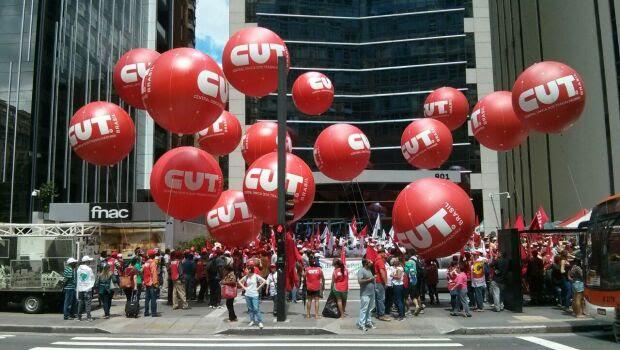 Manifestantes arregimentados pela CUT