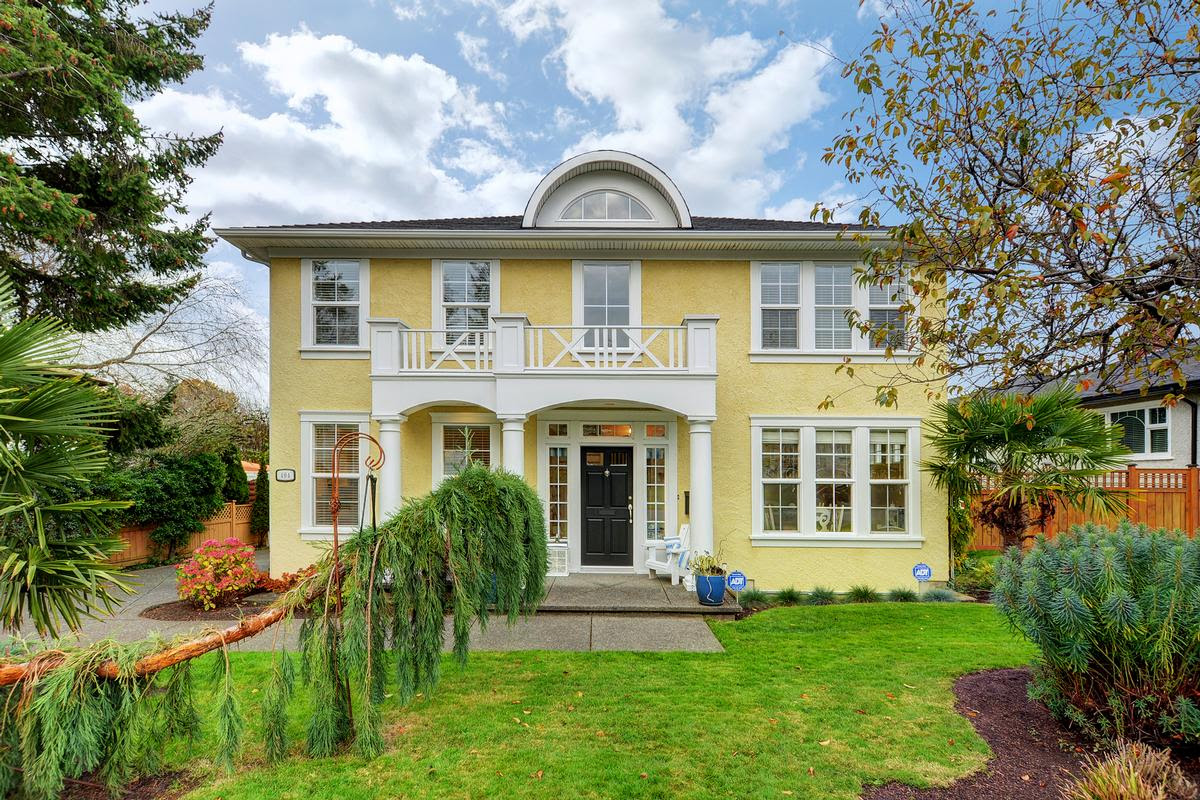 Beautiful Georgian Colonial Style Home British Columbia Luxury Homes Mansions For Sale Luxury Portfolio