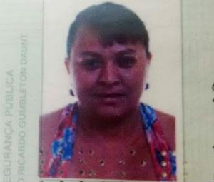 Antônia Luzia de Souza, de 32 anos, levou uma facada no pescoço (Foto: Marcelino Neto/O Câmera)