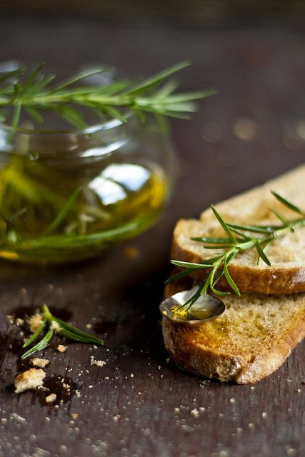 Rosemarry Olive Oil Toasts