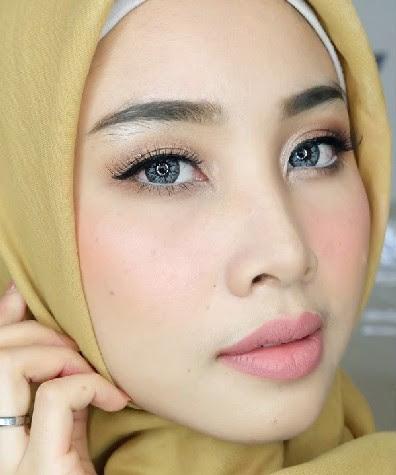 Cara Make Up Natural Berjilbab Simple Untuk Wajah Bulat ...