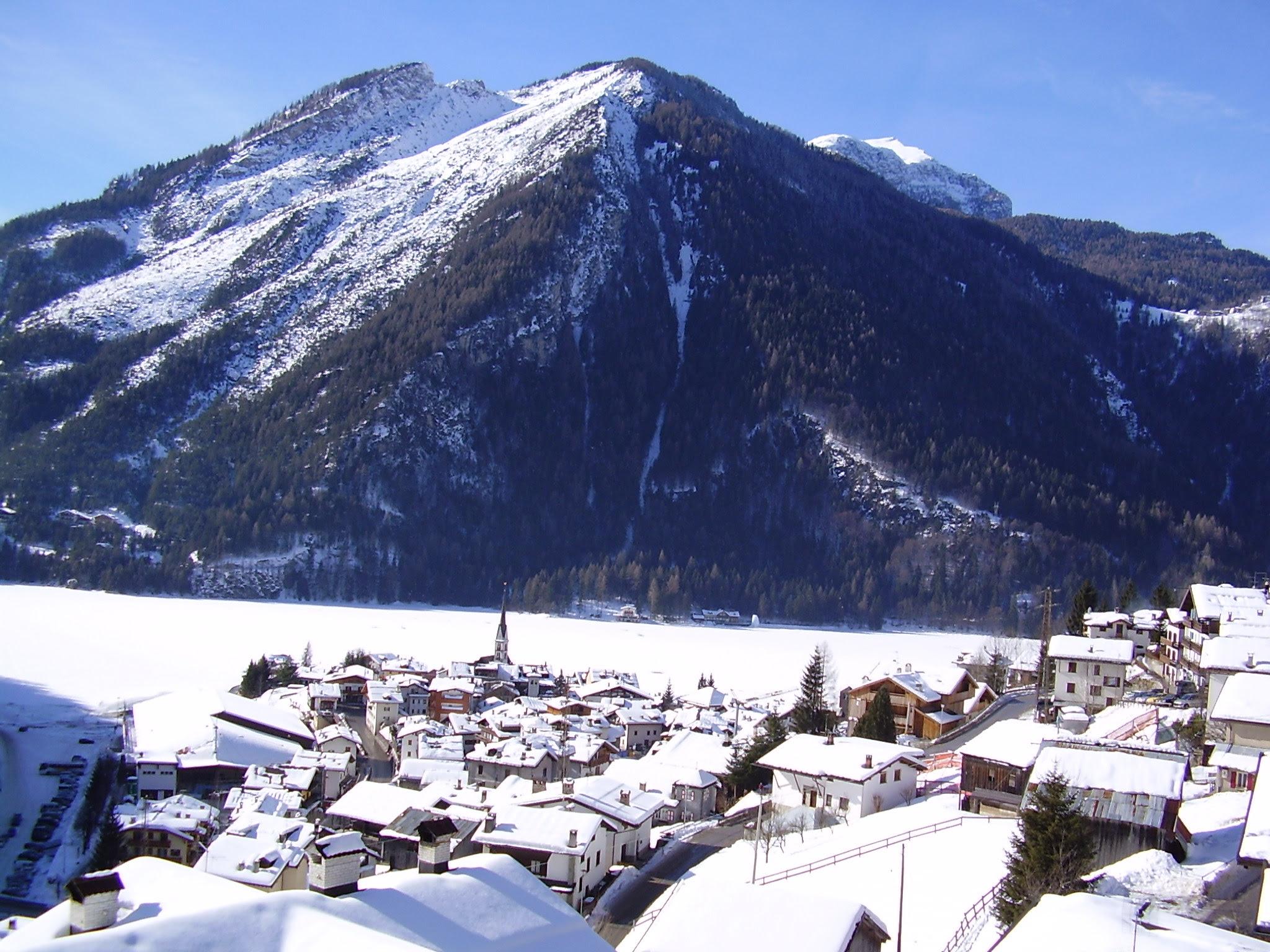 http://www.snow-forecast.com/system/images/1975/original/Alleghe.jpg?1260435654