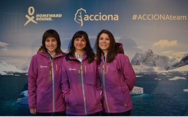 <p>Uxúa López, Alicia Pérez y Alexandra Dubini, tres de las cuatro componentes del equipo español para el proyecto Homeward Bound. / Acciona</p>
